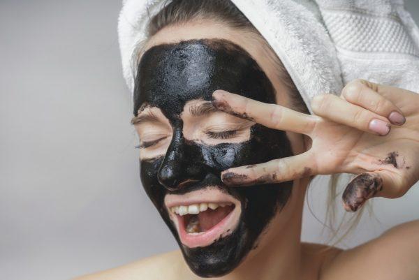 Черная маска с йогуртом