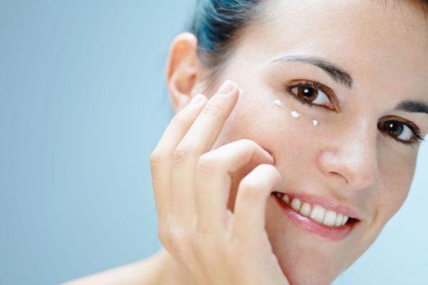 Маска для глаз от морщин в домашних условиях: полезные советы и эффективные рецепты, полезные свойства, выбор компонентов, показания к использованию, целебный эффект, косметические средства